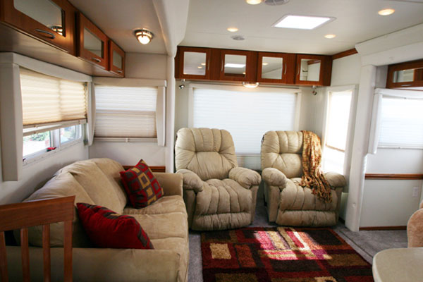 Americana rv new sequoyah custom fifth wheel livingroom for Fifth wheel with bonus room